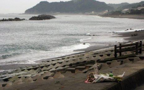 Tsunami bay in the side of beach